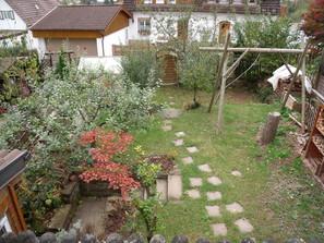 Blick-auf-den-Garten